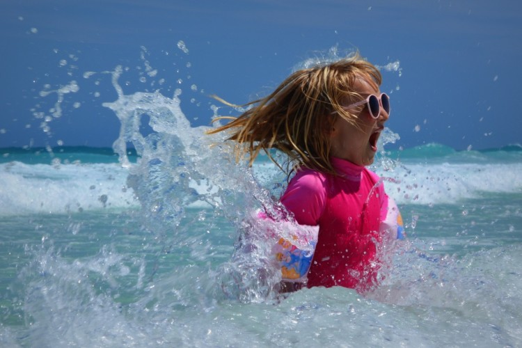 child_girl_sea_waves_fun_ocean_wetsuit_sunglasses-1335935 (1)
