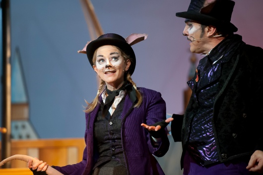 Nerine Skinner as Nibbles and Tom Roberts as Sir Reginald Ratfiend